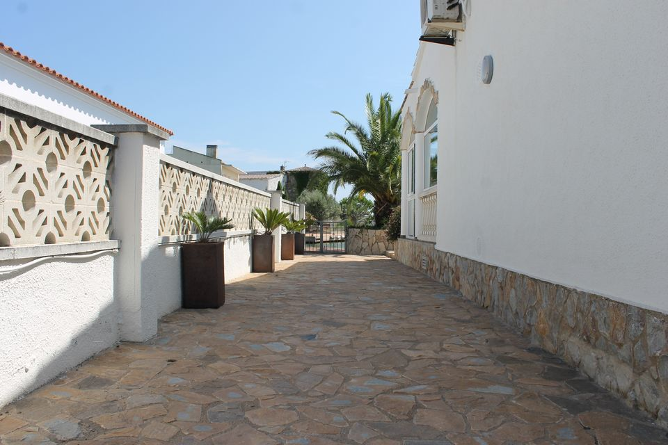 House with Privileged situation in the Marina of Santa Margarita-Roses
