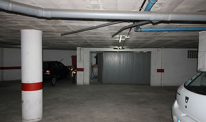 Closed garage-3 vehicles