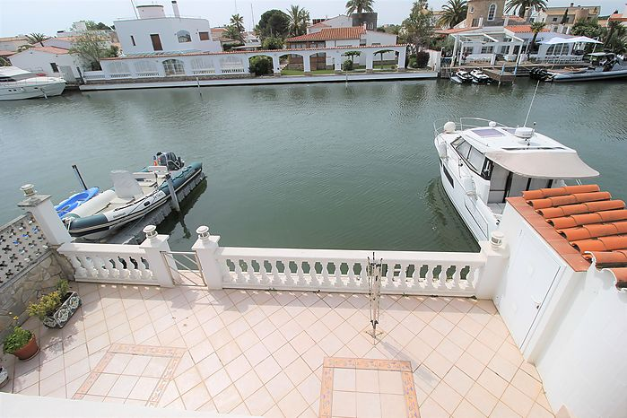 House with garage and private mooring in the canal of Sta. Margarita in Roses