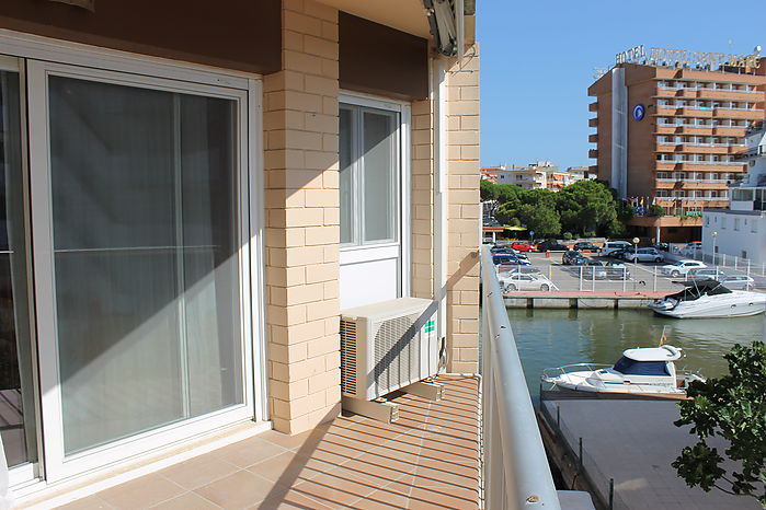Apartment on the canal, 4 bedrooms, community mooring