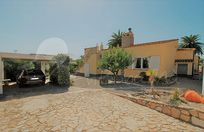EBM114 Spacious house in very good condition of 216m² and 898m² plot