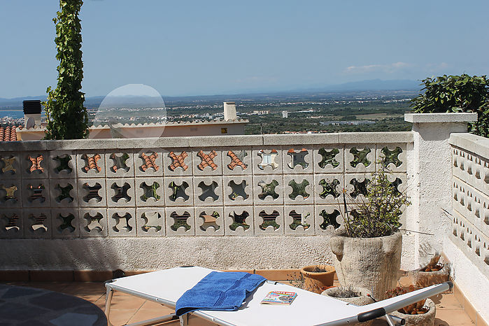 Opportunity! House on one floor, with spectacular views and garden in Roses, Mas Fumats.